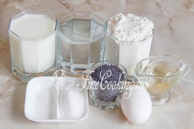 мука пшеничная, молоко, вода, мак, сахар, яйцо куриное (можете не добавлять, если его нет), соль, растительное масло без запаха