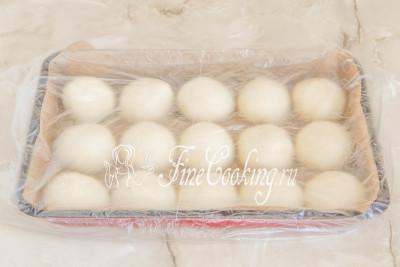 Шаг 20. Прикрываем заготовки легким полотенцем из натуральной ткани или пищевой пленкой