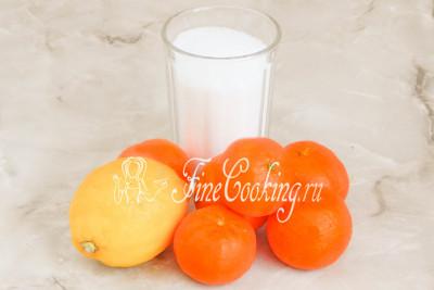 Шаг 1. Для приготовления ароматного джема на зиму нам понадобятся мандарины, сахарный песок и лимон (если точнее, то сок 1 крупного лимона)
