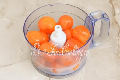 Шаг 7. На следующем этапе нужно измельчить вареные мандарины