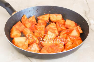 Шаг 11. Картофель с томатом обжарился