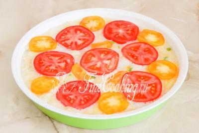 Шаг 6. Наверх кладем помидоры, которые нарезаем кружочками