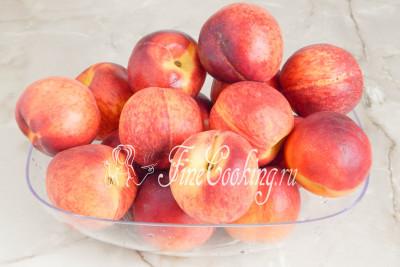 Шаг 2. Прежде всего моем фрукты под холодной проточной водой и вытираем их насухо полотенцем