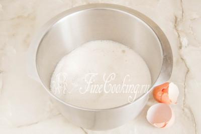 Шаг 10. Переливаем готовую опару в емкость, в которой собираетесь замешивать тесто