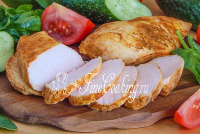 Шаг 11. Можете кушать куриные грудки, приготовленные в молоке, теплыми с любым гарниром на выбор или овощами