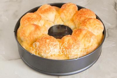 Шаг 19. Готовим обезьяний хлеб с сыром и чесноком в заранее прогретой духовке на среднем уровне в течение 30-35 минут при 180 градусах