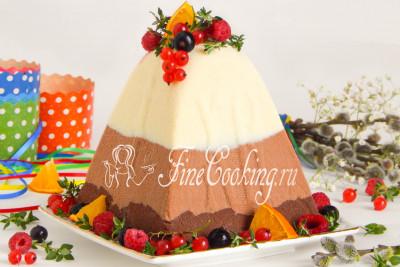 Шаг 32. Мне захотелось декорировать готовый десерт ягодами (малиной, красной и черной смородиной) - понятно, что замороженными, так как свежие сейчас стоят нереально дорого