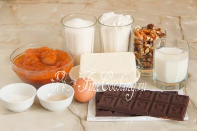 Шаг 1. Для приготовления вкуснейшего пирожного Жербо возьмем такие ингредиенты: пшеничная мука высшего сорта, сахарный песок, абрикосовый джем, темный шоколад, сливочное масло, сливки (у меня 10%, но можно и жирнее), куриное яйцо, очищенные грецкие орехи, быстродействующие дрожжи и разрыхлитель