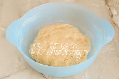 Шаг 6. Замешиваем тесто, чтобы сухие ингредиенты соединились с жидкими