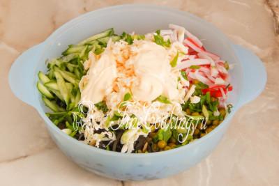 салат с горошком и морской капустой