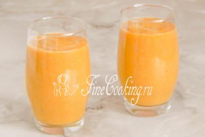 Шаг 6. Сразу же разливаем смузи с мандаринами в стаканы и подаем домашним