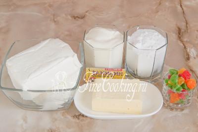 Шаг 1. В рецепт этой творожной пасхи входит [творог](/recipe/domashnij-tvorog-iz-kislogo-moloka) (чем жирнее, тем калорийнее и сытнее получается готовая пасха), сливочное масло, сметана, сахарная пудра, щепотка ванилина или чайная ложка ванильного сахара и цукаты (у меня ананасовые)