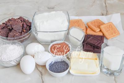 Шаг 1. В рецепт этой оригинальной выпечки в домашних условиях входят следующие ингредиенты: песочное печенье, какао-порошок, сливочное масло, творог, сахарный песок, ванильный пудинг (в порошке), куриные яйца, готовая маковая масса