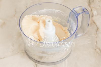Шаг 5. Еще раз все пробиваем - буквально за 10-15 секунд у вас получится полностью однородное, гладкое, нежное и мягкое тесто