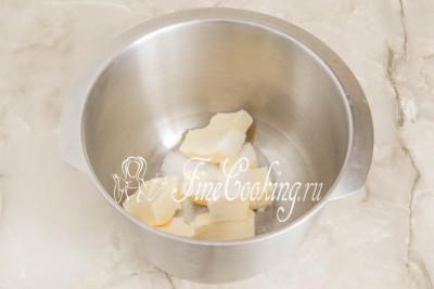 Шаг 24. Заключительный этап подготовки - приготовление масляного крема Шарлотт для торта Сказка