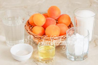 В рецепт домашнего абрикосового зефира входят следующие ингредиенты: абрикосы, сахар, белок яичный (от яйца среднего размера), питьевая вода и агар-агар