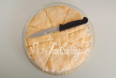 Острым ножом разрезаем заготовку на 9 порционных частей - получается 8 сегментов и кругляш