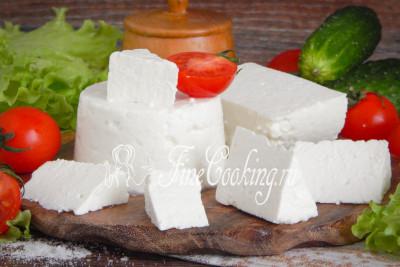 Лично для меня вкуснее всего такой сыр со свежими овощами