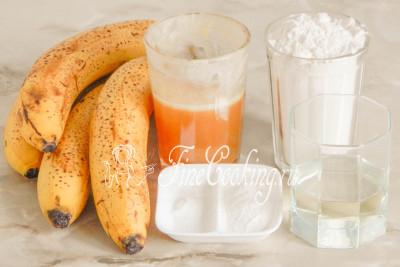 Для приготовления нежных и ароматных кексов нам понадобятся следующие ингредиенты: бананы, пшеничная мука (у меня высшего сорта), натуральный мед, рафинированное растительное (я использую подсолнечное) масло, разрыхлитель теста и соль
