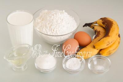 Для приготовления банановых оладий нам понадобятся следующие ингредиенты: пшеничная муку, кефир, бананы, куриные яйца, рафинированное растительное (у меня подсолнечное) масло, сахар, пищевая сода и соль
