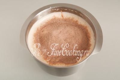 Теперь, чередуя сухую шоколадную смесь из шага 3 и растопленное сливочное масло, вводим их в яичную массу за три приема