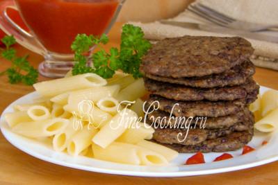 Печеночные блинчики - это вкусное и сытное горячее блюдо, которое можно подать как самостоятельно, так и с любым гарниром на выбор