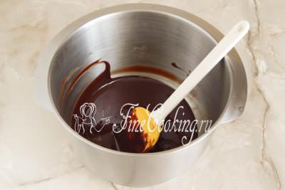 В результате получится полностью однородная, гладкая и блестящая шоколадная масса