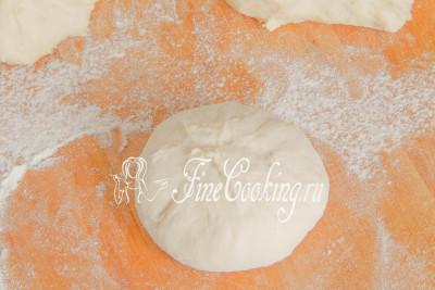 Пальцами тщательно защипываем шов, чтобы заготовка держала форму и не расползалась