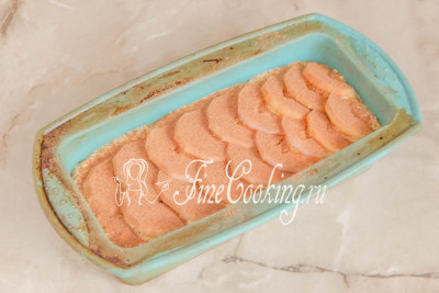 Остается присыпать яблоки молотой корицей по вкусу