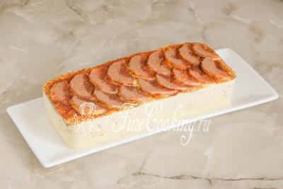 А вот если полностью остудить, а затем охладить запеканку в холодильнике около часа, ее можно запросто подать на блюде и нарезать аппетитными кусочками