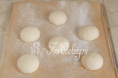 Переносим шарики на противень, который советую застелить бумагой для выпечки
