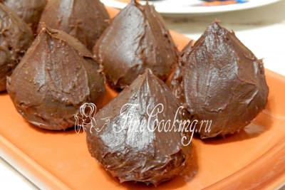 Шоколадная масса за это время хорошо загустеет и из нее можно будет делать конфеты
