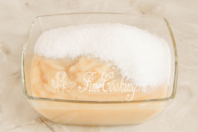 Добавляем к еще теплому пюре (не забудьте, 500 граммов) 170 граммов сахарного песка