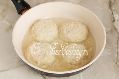 Накрываем мясную начинку картофельной массой, чтобы фарша не было видно