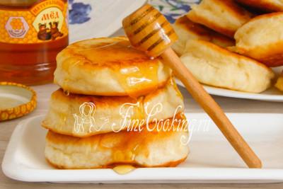 Дрожжевые оладьи на молоке - рецепт с фото
