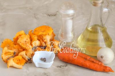 Для приготовления этой вкусной грибной икры на зиму возьмем лисички, морковь, репчатый лук, рафинированное растительное масло (у моем случае подсолнечное), столовый уксус, соль и душистый перец горошек