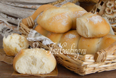Когда хлеб из Тичино остынет, отламываем себе булочку и наслаждаемся ароматной, нежной и очень вкусной домашней выпечкой