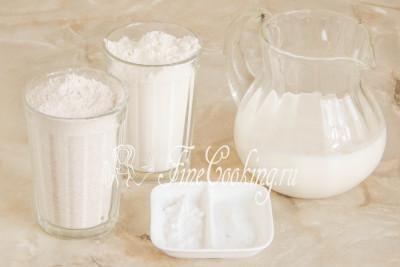 Для приготовления этого простого, вкусного и быстрого домашнего хлеба нам понадобятся следующие продукты: мука пшеничная высшего сорта и цельнозерновая, кефир любой жирности (у меня 2,5%), соль и пищевая сода