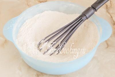 Все тщательно перемешиваем, чтобы сода и соль равномерно разошлись по сухой смеси