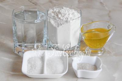 В рецепт этого [вкусного и простого хлеба](/recipe/italjanskij-hleb-stirato) входит пшеничная мука, сильногазированная вода, оливковое масло, морская соль, сахарный песок и сухие дрожжи
