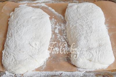 Понятно, что тесто не особо упругое и заготовки сильно не поднимутся, но они заметно округлятся и не расползутся