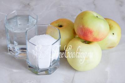 Чтобы сварить компот из свежих яблок, нам понадобятся яблоки, вода и сахарный песок