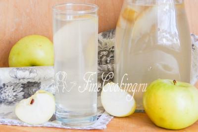 Яблочный компот из свежих яблок - это не только вкусный, но и полезный напиток, который можно приготовить дома без проблем! Если вы любите груши, попробуйте также приготовить [компот грушевый](/recipe/jablochnyj-kompot-iz-svezhih-jablok)