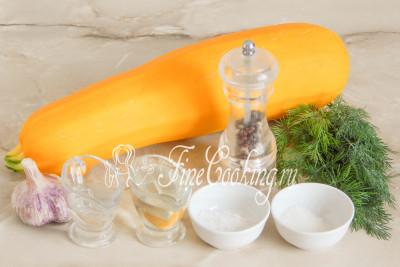 Для приготовления этой простой и вкусной закуски на зиму возьмем кабачок, свежий укроп, чеснок, столовый 9% уксус, рафинированное растительное (я использовала подсолнечное) масло, сахарный песок, пищевую не йодированную соль и черный молотый перец