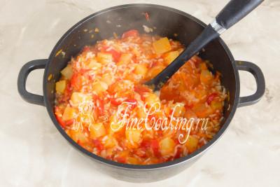 Кабачки с рисом и овощами готовы, пора закрывать их на зиму