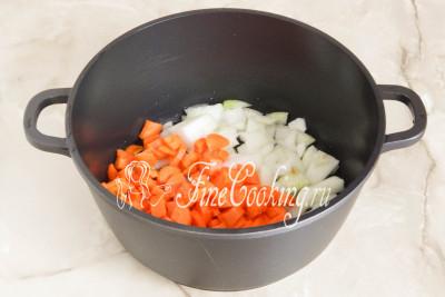 Готовить кабачковую икру нужно в толстостенной посуде, так как овощи в процессе тушения могут подгореть