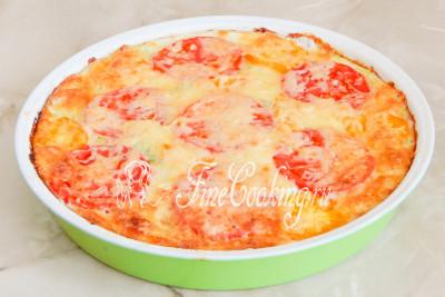 Шаг 8. Готовой кабачковой пицце желательно дать остыть, так как вы ее просто не сможете достать из формы - она очень нежная