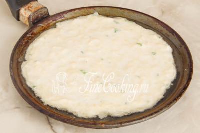 Разогреваем в подходящей сковороде столовую ложку рафинированного растительного масла