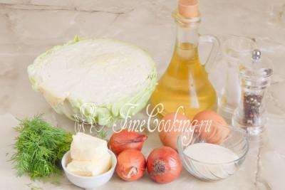 Для приготовления сочных и нежных капустных котлет возьмем белокочанную капусту, репчатый лук, куриные яйца, сливочное и любое рафинированное растительное масло, манную крупу, свежий укроп, соль и молотый черный перец