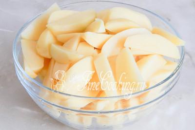 Корнеплоды нужно нарезать на 8 частей каждый